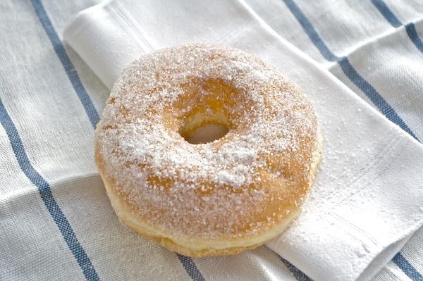 Sufganyot, krapfen, doughnuts… una ricetta per molti dolci