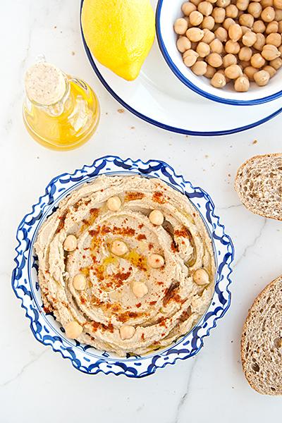 Hummus tradizionale israeliano con ceci e tahina