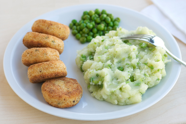 Polpettine di salmone con potato and pea mash