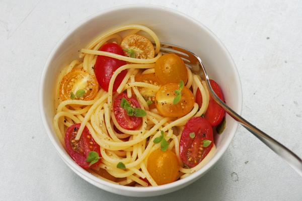 Spaghetti profumati con pomodorini e maggiorana