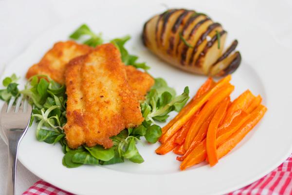 Filetti di merluzzo con hasselback potatoes e carote al cumino