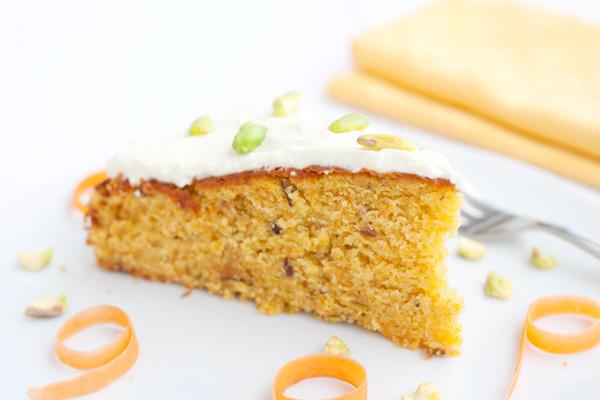 Torta di carote, arancia, pistacchio e… tahina