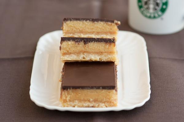 Millionaire shortbread bars al cioccolato e caramello