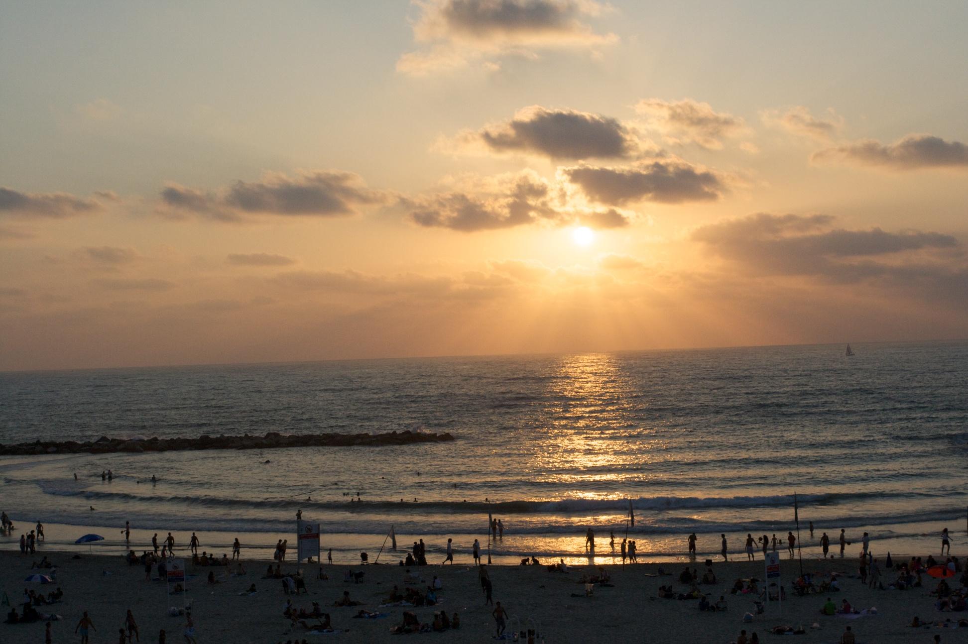 Tramonto sul lungomare di Tel Aviv