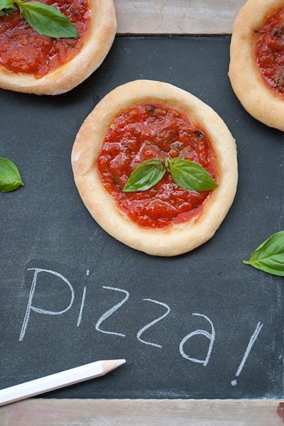 Pizzette morbide da merenda in 5 minuti