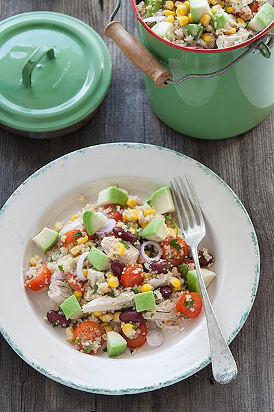 Insalata di quinoa, pollo e avocado