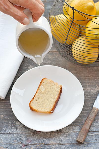 Torta al limone o lemon drizzle cake