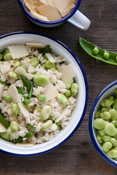 Insalata di riso con piselli e fave