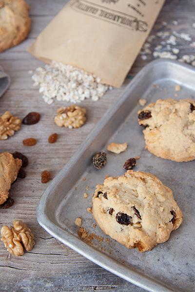 Biscotti con noci, uvetta e fiocchi d'avena