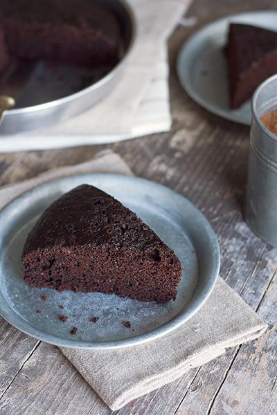 Torta light al cioccolato senza burro, senza uova, senza latte e senza lievito