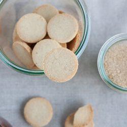 Biscotti di mandorle e sciroppo d'acero