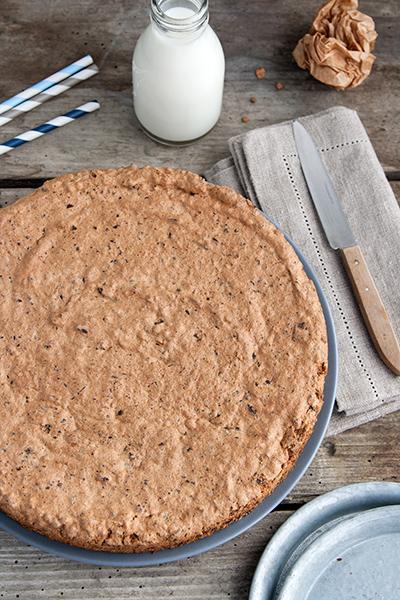 Torta di mandorle, datteri e cioccolato senza farina