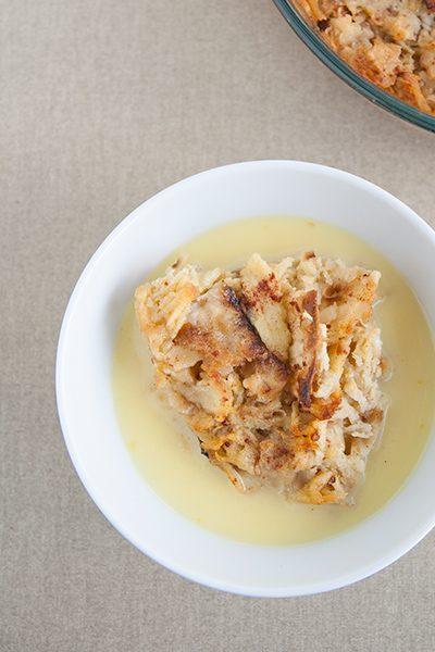 Pudding di pane azzimo e mele